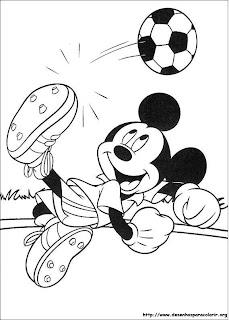 desenho Mickey jogando futebol