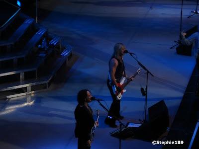 Rick Savage, Vivian Campbell, Def Leppard in concert