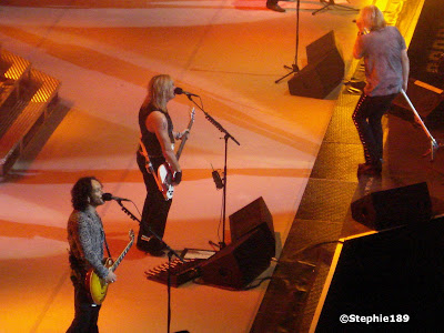 Def Leppard in concert! Vivian Campbell, Rick Savage, & Joe Elliott, Downstage Thrust Tour 2007