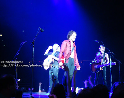 Joe Elliott, Vivian Campbell, & Phil Collen - Def Leppard - 2008