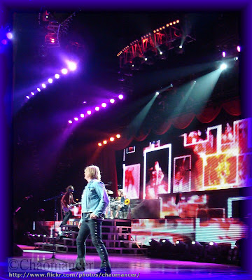 Vivian Campbell, Joe Elliott, and Rick Allen - Def Leppard - 2009