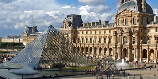 Paris France pictures of famous monuments, Louvre museu