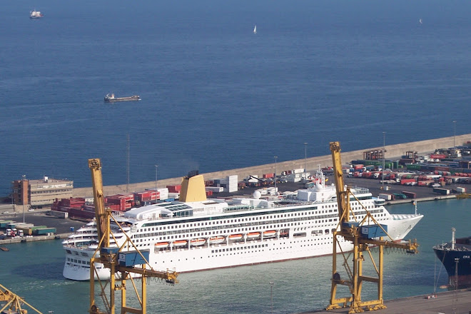 BARCELONA CRUISE SHIPS - 2006