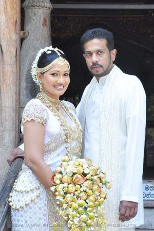 Wedding Photos of sri Lankan Famous Tele Drama Actress and Model Piymi