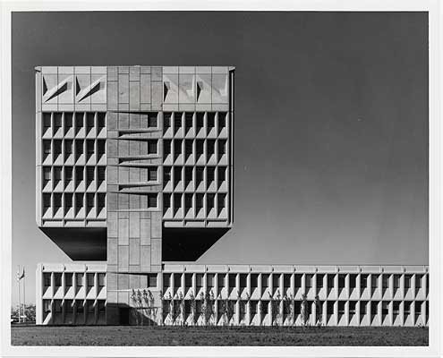 Art artists marcel breuer for Architecture 1970
