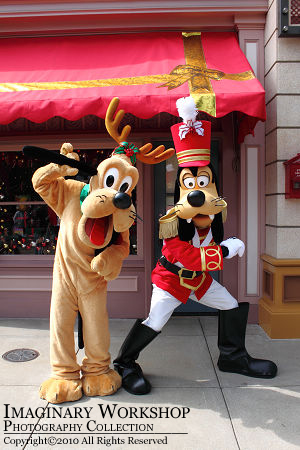 """[Hong Kong Disneyland] """"A Storybook Fantasy""""  HKDL+2010+%25E9%259B%25AA%25E4%25BA%25AE%25E8%2581%2596%25E8%25AA%2595+Goofy+Pluto"""