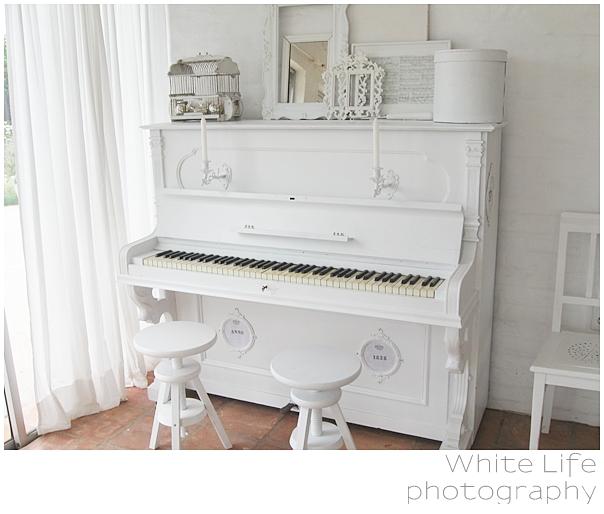 http://3.bp.blogspot.com/_5dM7pz_lV-Y/TQuCTb6zdlI/AAAAAAAAErQ/7u1B11KN09E/s1600/White+Life+-+piano+wei%25C3%259F+-+5+m+S.jpg