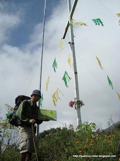 Cruz y base meteorológica en el Picacho en el Cerro Grande de Ameca