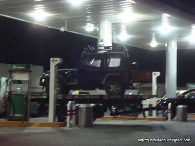 El jeep en la grúa...