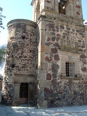 La torre del templo de la Santa Cruz se terminó en el año de 1712