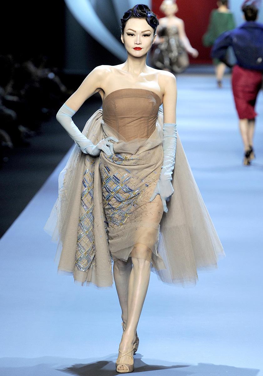Fashionistas Daily .Com: Christian Dior Spring 2011 Haute ...