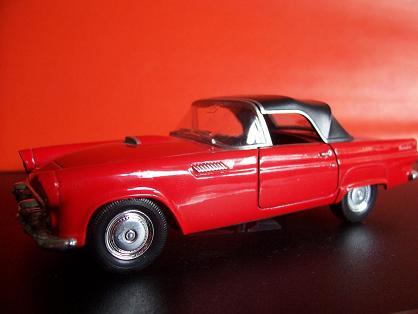 Ford Thunderbird- Año 1955 (auto a escala, de costado)- JE Rodríguez