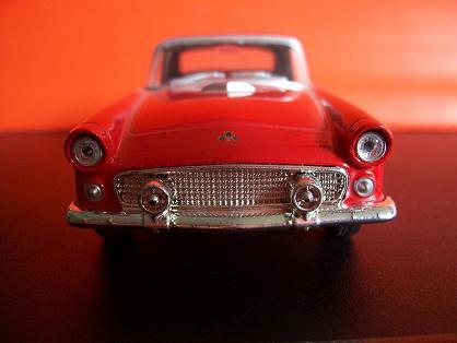 Ford Thunderbird- Año 1955 (auto a escala, de frente)- JE Rodríguez