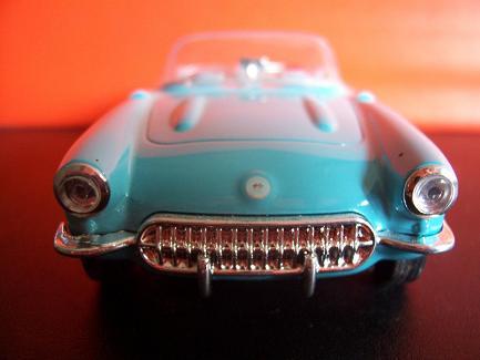 Chevrolet Corvette- Año 1953 (auto a escala, de frente)- J.E. Rodríguez