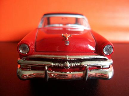 Ford Crestline Sunliner- Año 1952 (auto a escala, de frente)- J.E. Rodríguez