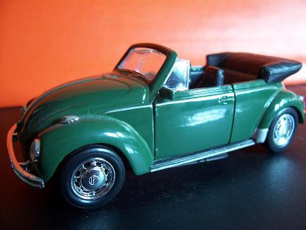 VW Beetle Cabriolet- Año 1945 (auto a escala, de costado)- J.E. Rodríguez