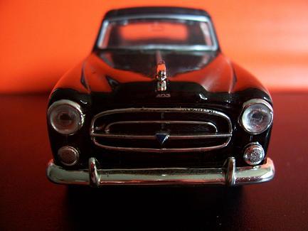 Peugeot 403- Año 1955 (auto a escala, de frente)- J.E. Rodríguez