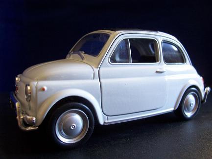 Fiat Nuova 500- Año 1957 (auto a escala, de costado)- J.E. Rodríguez