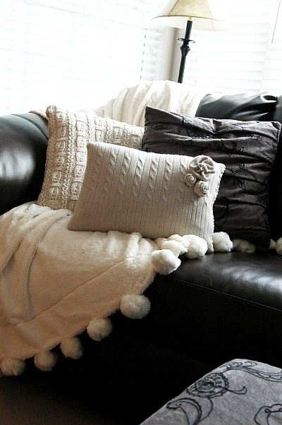 Brassy Apple: DIY Sweater pillows - cozy up!