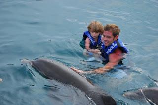 William Levy, vacanţă cu delfinii şi copilul