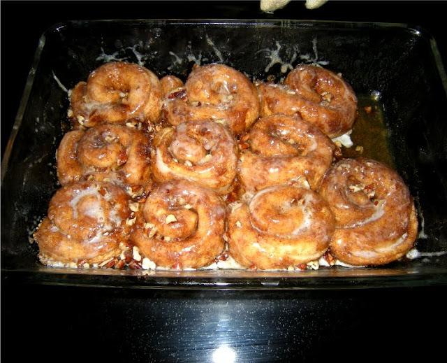Jan 05, · Print Recipe Ooey, gooey Cinnamon Roll Bites give you all the great taste of a cinnamon roll without all the work! Don't you love short-cuts? I sure do! In a mixing bowl, mix together brown sugar and cinnamon. Add biscuit pieces and toss to coat. Spread out pieces evenly into baking pan and drizzle top with melted butter/5(10).
