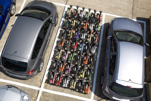 42 bicis vs 1 coche