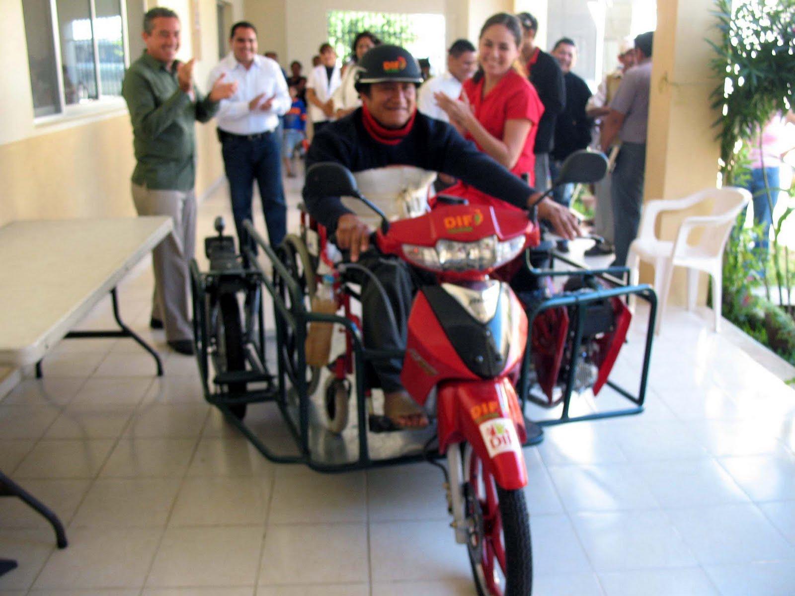 Nueva entrega de despensas pasaf silla de ruedas y moto for Sillas para motos