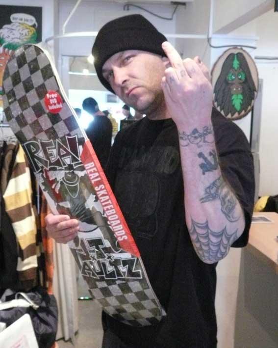 Pour parler du rock, qu'il soit punk, garage, goth, psyché, rose à étoiles vertes - Page 2 RancidTimArmstrong40Hesh