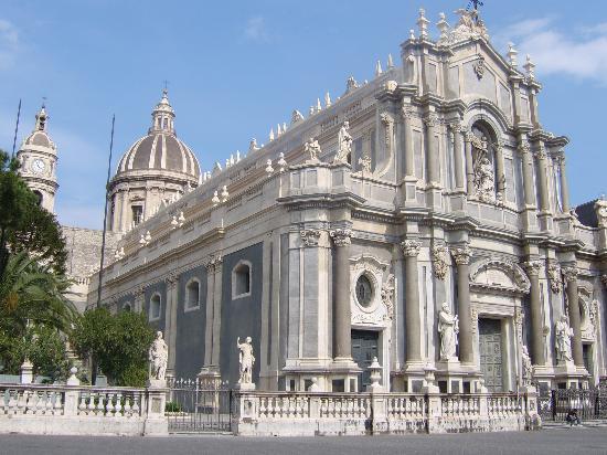 Igreja de Santo Ambrósio Piazza+duomo