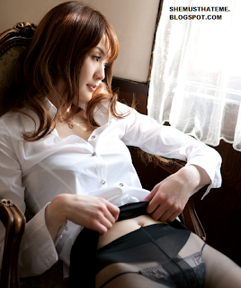 foto Erika Kirihara baju kantor