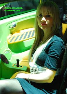 Model Cantik di Geneva Auto Show 2010 02
