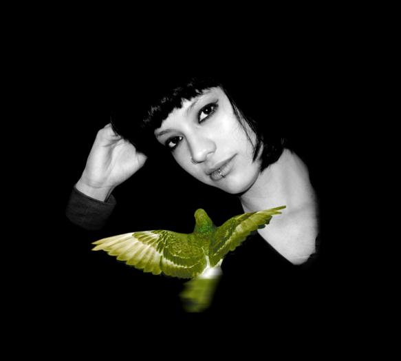 Joven con paloma Foto digitalizada