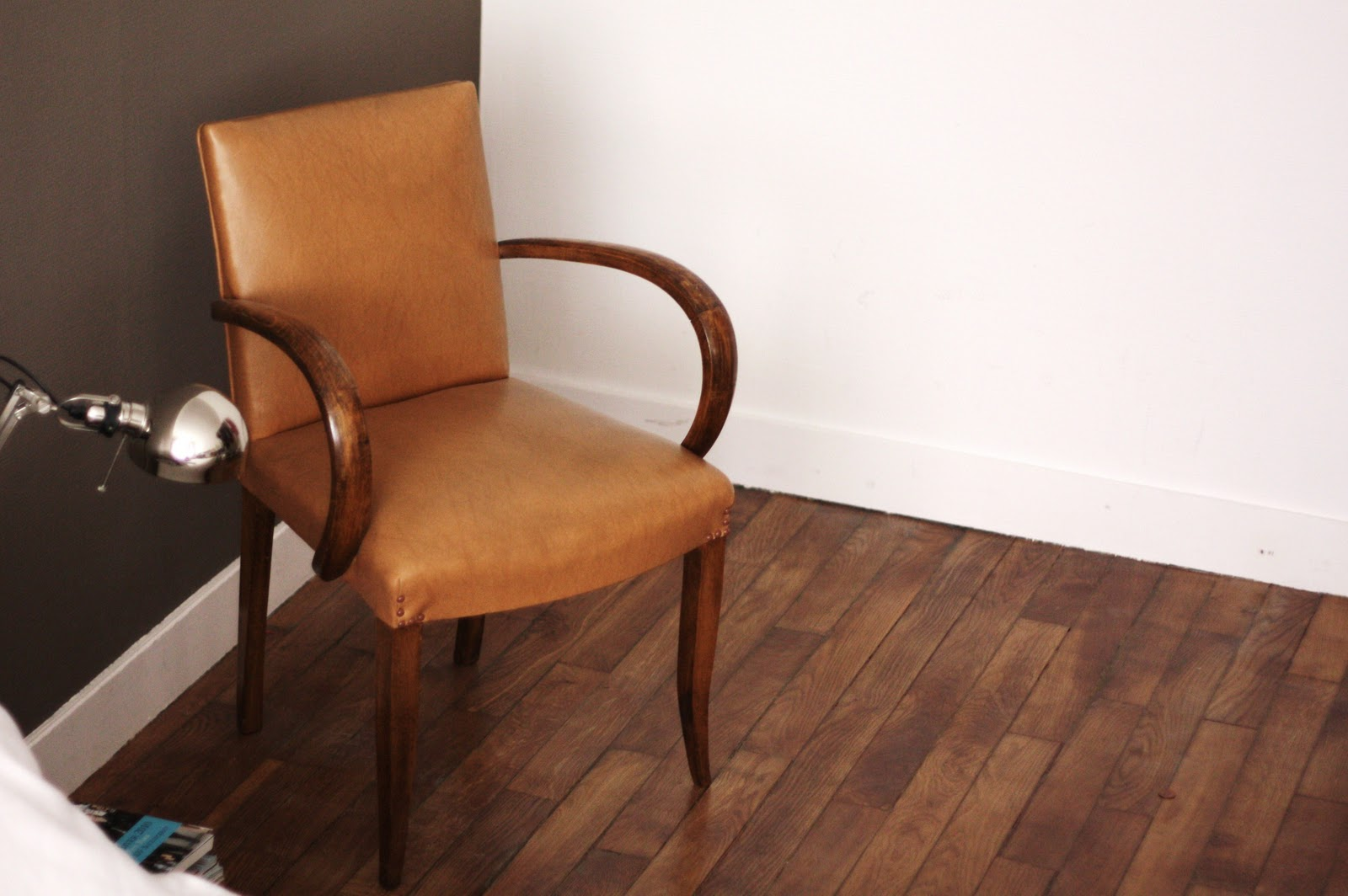 past present le fauteuil bridge vous invite prendre le. Black Bedroom Furniture Sets. Home Design Ideas