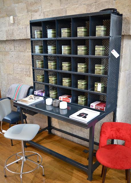 Past present mobilier industriel for Meuble de tri postal