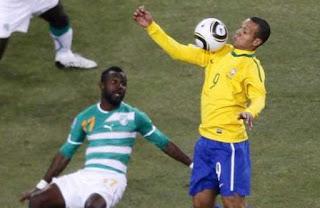 Gol de Luis Fabiano con la mano gol de Brasil contra Costa de Marfil