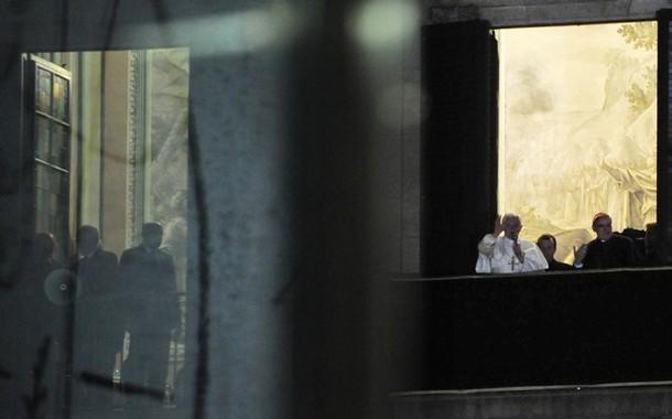 L 39 arrivo del papa a barcellona il saluto e la benedizione dalla finestra dell 39 arcivescovado - Finestra del papa ...