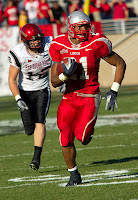 UNM football player runs for touchdown.