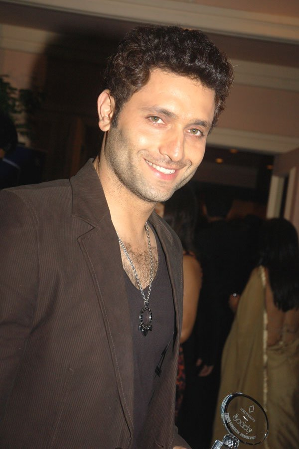 Shiney Ahuja Net Worth