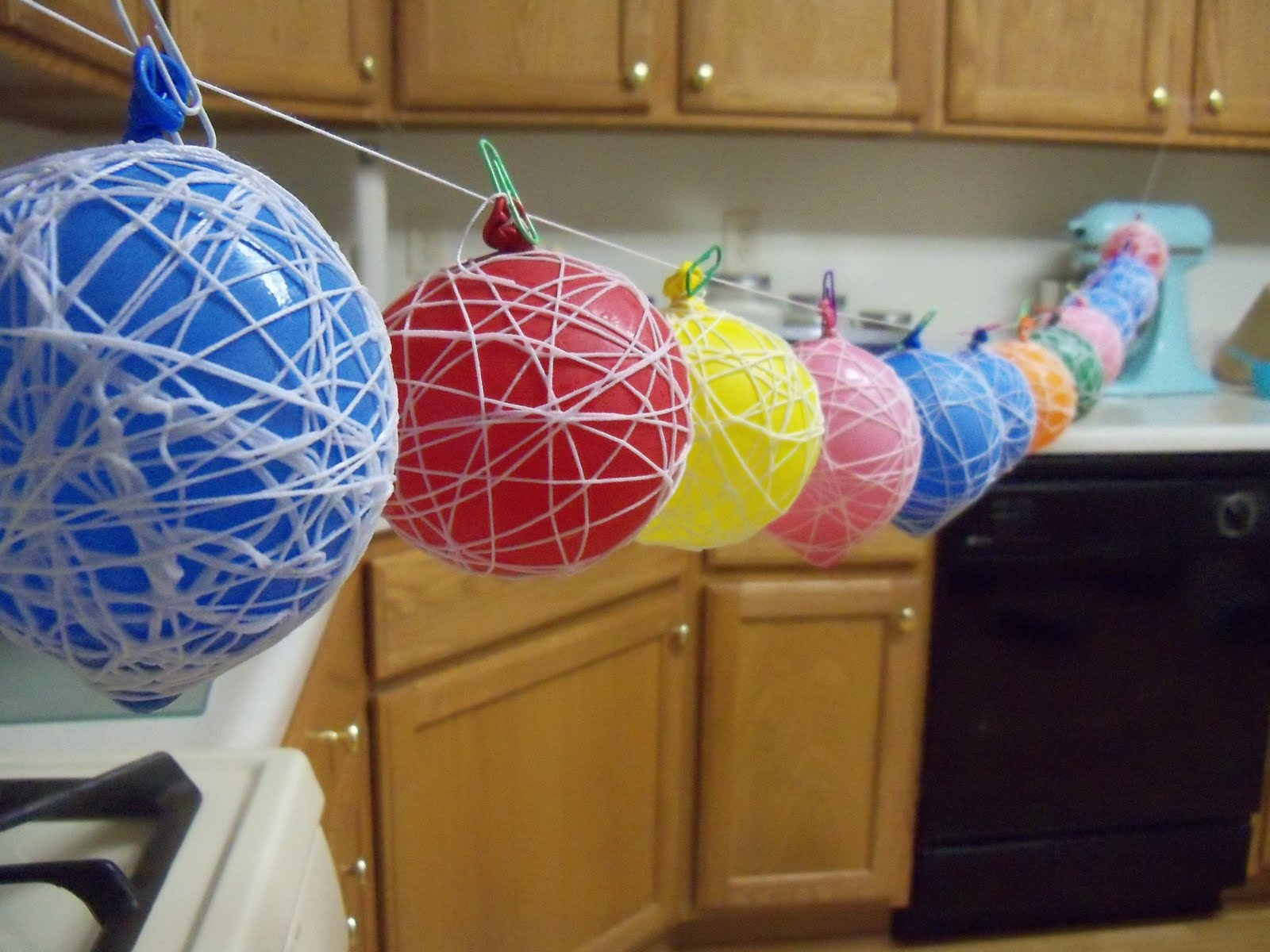 Decorations string snowballs nessting for Balloon string decorations