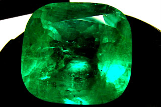 ANJELINA JOLIE GOT A 65 CARAT EMERALD, HOW BOUT A FINER 88 CARAT?? TAKING OFFERS