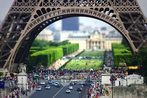 Eiffel+Tilt Shift 50+ Beautiful Examples of Tilt Shift Photography