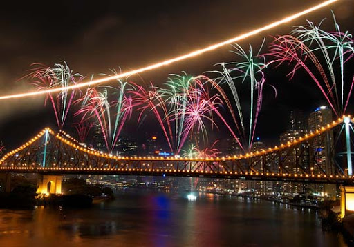 riverfire5 60+ Jaw Dropping Examples of Fireworks Photography