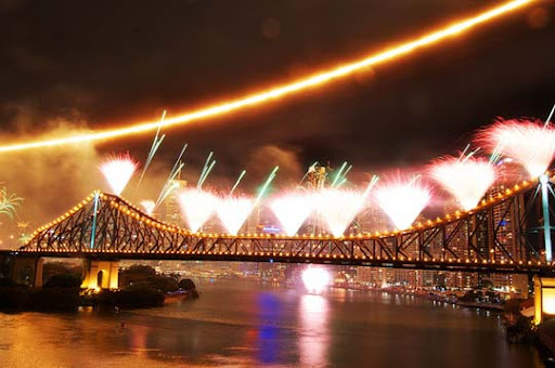riverfire1 60+ Jaw Dropping Examples of Fireworks Photography