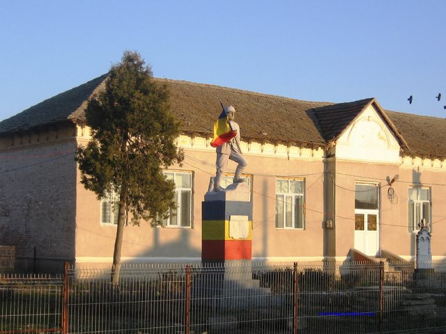 Monumentul eroilor din comuna Rogova