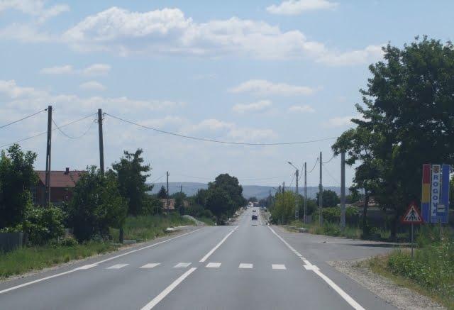 Drumul National DN 56 A  la intrarea in comuna Rogova
