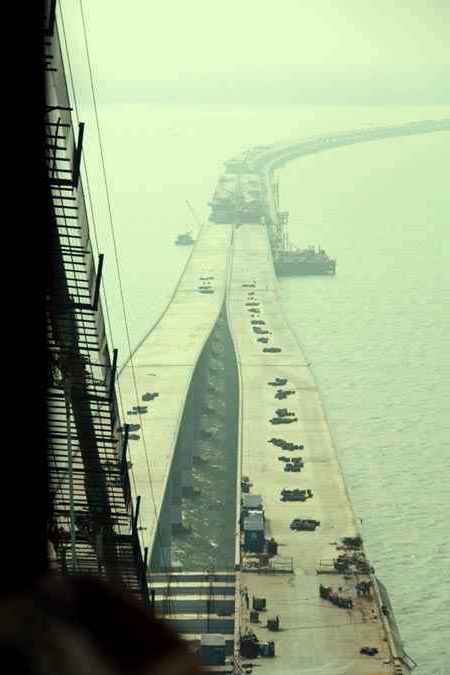 Construction of The Giant Qingdao Haiwan Bridge