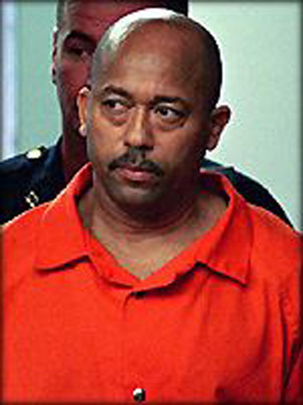 1999, Trenton, Nueva Jersey (Estados Unidos): Agustín García se presenta en la casa de su ex novia, Gladys Ricart, después de perseguirla y molestarla ... - Agust%2525C3%2525ADn%252BGarc%2525C3%2525ADa