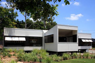 Une maison en bois design et pas cher chiche for Maison prefabriquee kit