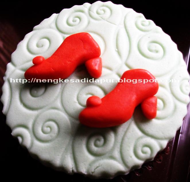 Siang2 dapet bbm dari teh ghea mau pesen cupcakes..katanya gambarnya ...