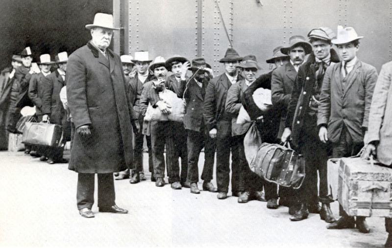 Sbarco di emigranti italiani a Ellis Island nel 1911